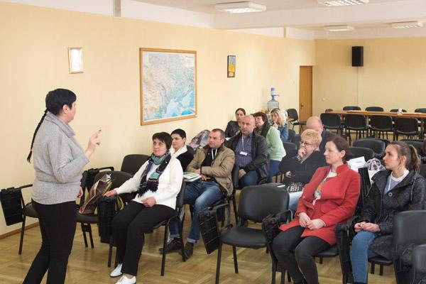 Відвідувачі семінару - керівники елеваторів та підприємств АПК, працівники та завідувачі зернових лабораторій з різних областей України. Оксана веде лекцію не поспішаючи, повторюючи ключові моменти для кращого запам'ятовування. Задавання питань - вітається!